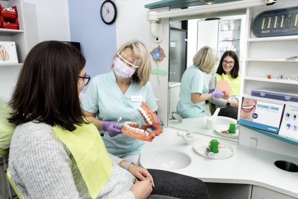 Zahnvorsorge<br>Prophylaxe für Kinder und Erwachsene